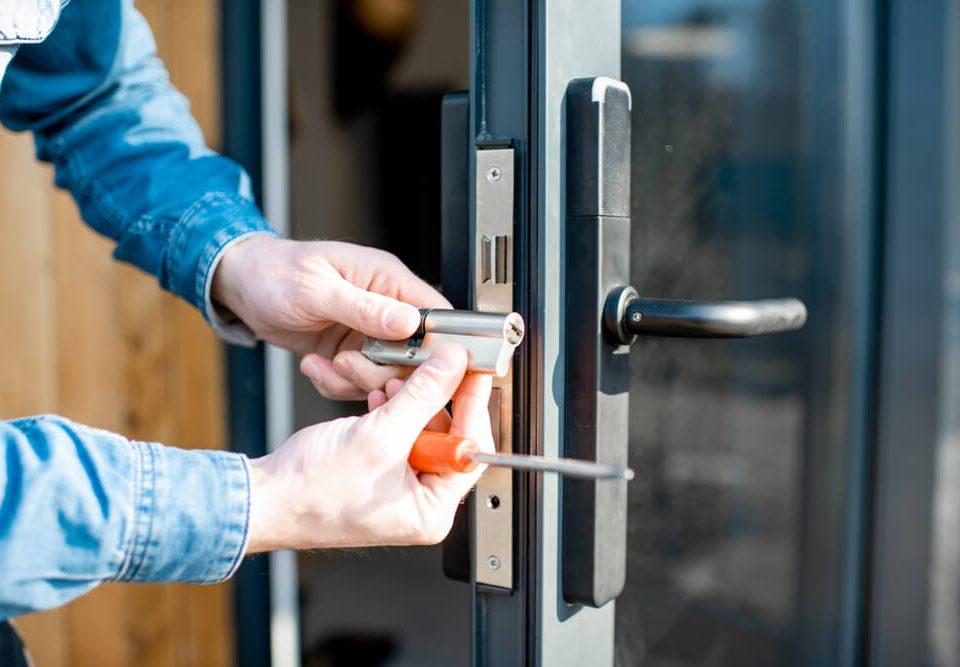 come riparare una porta blindata
