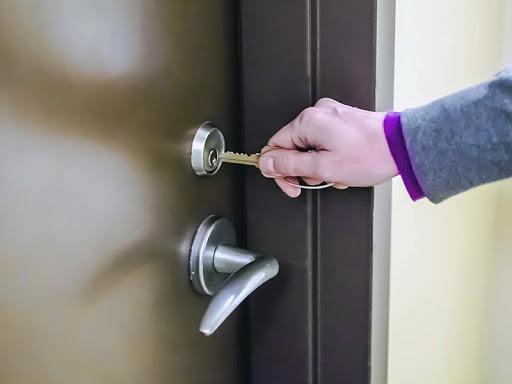 Come sostituire una porta blindata
